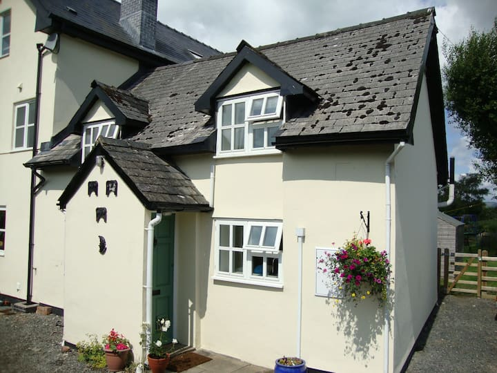 Cosy rural cottage in mid Wales