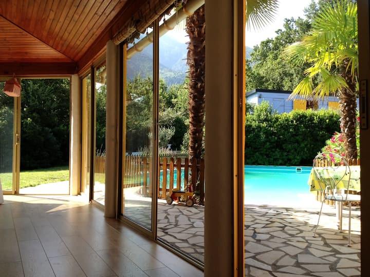 Belle villa avec très grande piscine privée