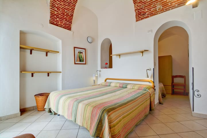 Hillside B&B with view over the sea - Pietra Ligure - Bed & Breakfast