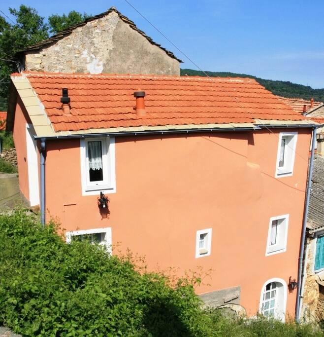 Casa rosa case in affitto a diano arentino liguria italia for 4 piani casa 3 bagni
