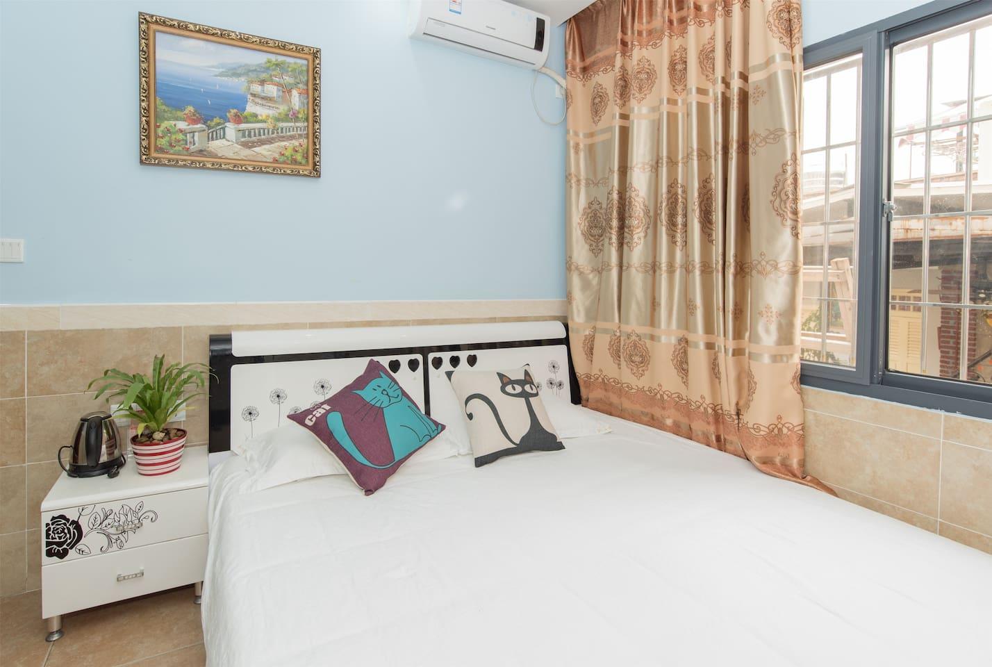 浪漫大床房(1张1.5米的床,面积13平方米,楼层1-2楼)