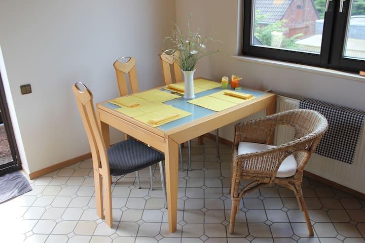 Essbereich für das gemütliche Frühstück oder auch mal für die Schreibtischarbeit