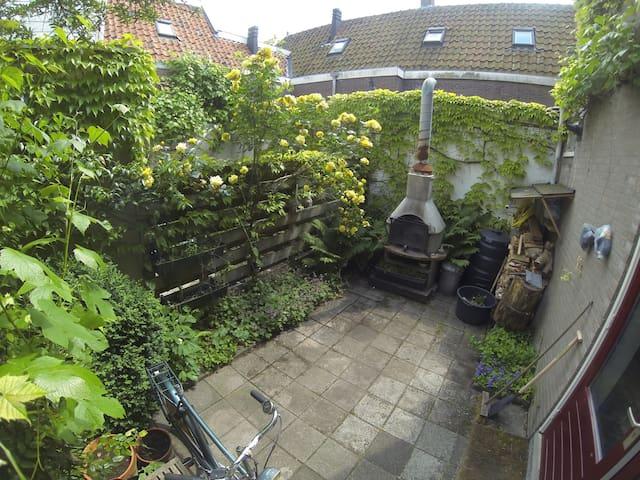 use the hearth/barbecue in the small backyard