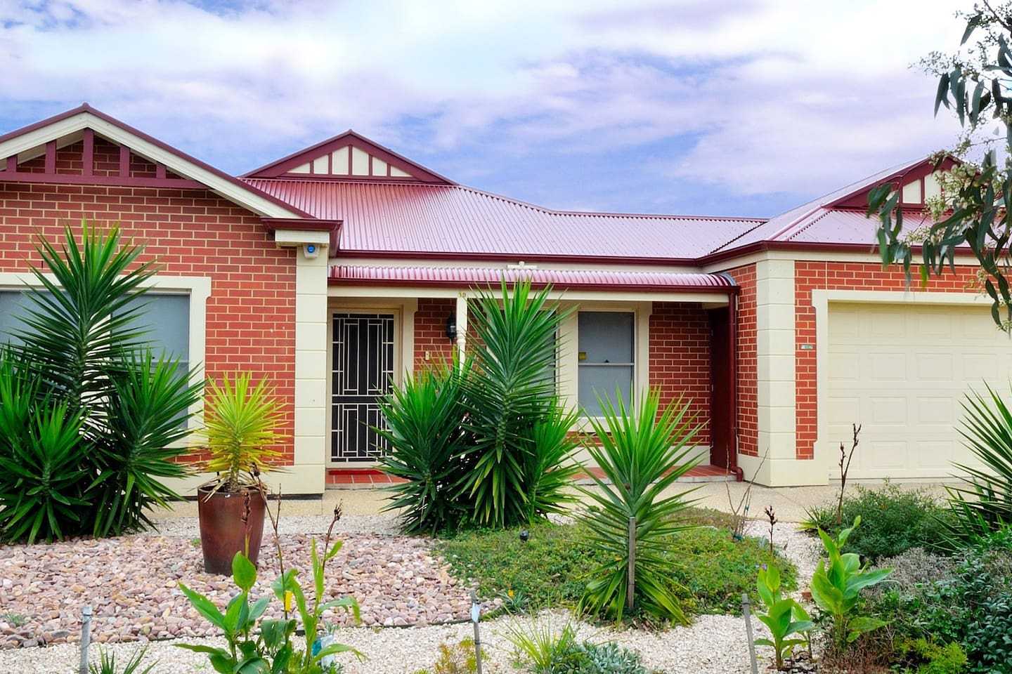 All Seasons' Port Elliot Holiday House frontage