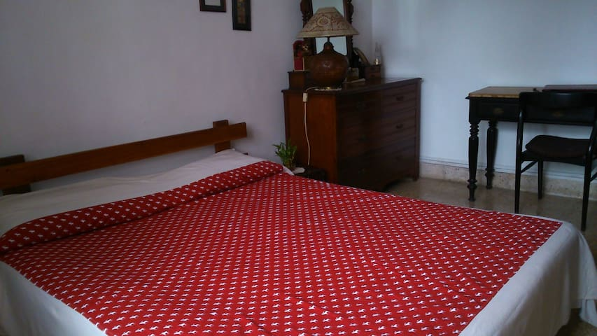 Sea View Apartment in Juhu for Women only