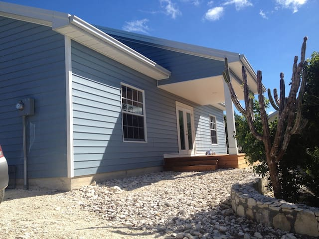 Peaceful new 3 bedroom home - Providenciales - House