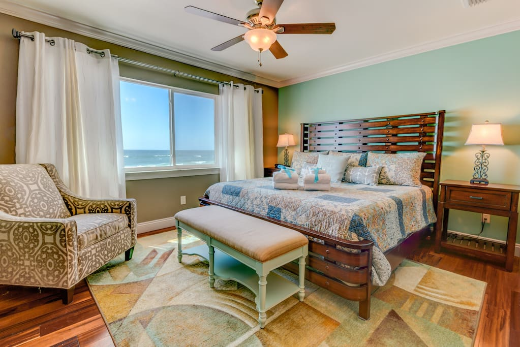 Gorgeous King Master Suite featuring Stunning Gulf Views!