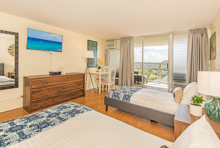 *Professionally Sanitized* Ocean & Diamond Head View w/Pool, Sauna, and Gym! - Island Colony Studio Ocean & Mountain View on the 32nd Floor