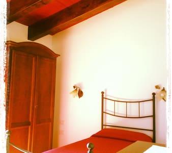 "B&B ""S'Accorru"" camera Roberto - Sant'Antioco - Bed & Breakfast"