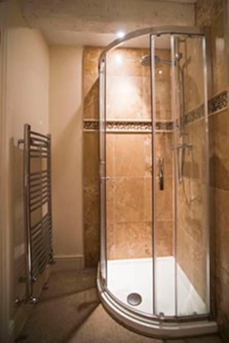 Spinners ensuite shower room