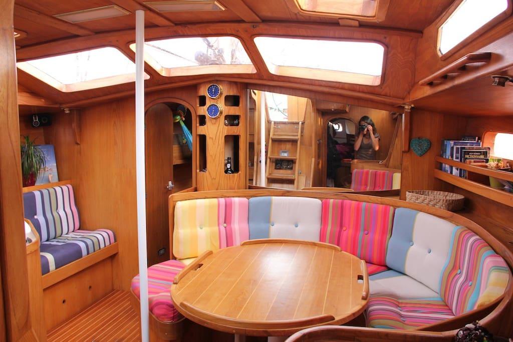 Le carré, salle à manger du voilier