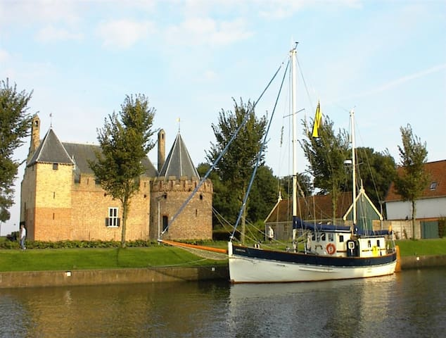 Stay on our Beautiful Sailingboat - Medemblik - Castle