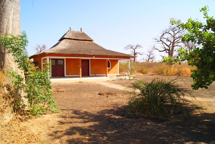 Bungalow dans une oasis de verdure