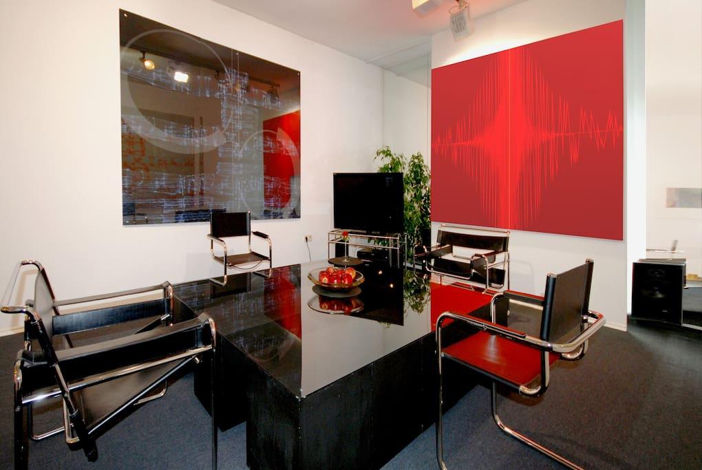 Georg´s Atelier Sitzgruppe mit Original Bauhausstühlen; Wassilystühle und Freischwinger von Marcel Breuer