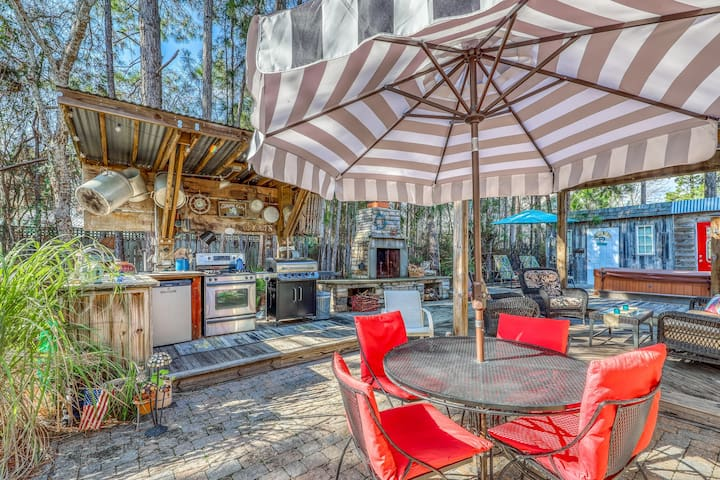 Gorgeous coastal private home, private hot tub and close to everything