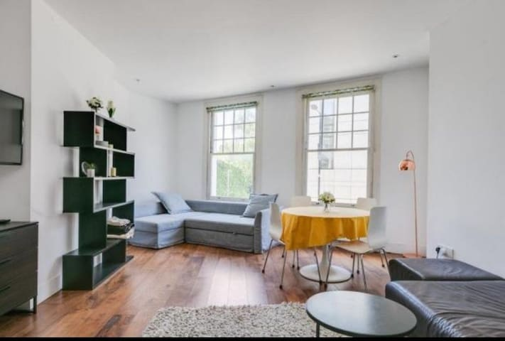 Modern 1 bedroom in Parsons Green (up to 4 people)