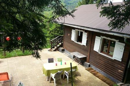 Small cabin in the wood - Boëge - Almhütte