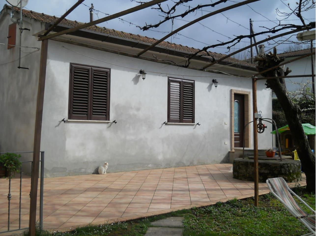casa vista dall'ingresso principale