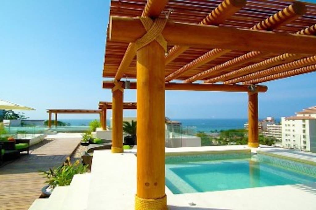 Ocean views - Building common rooftop terrace jacuzzis and heated infinity pool.
