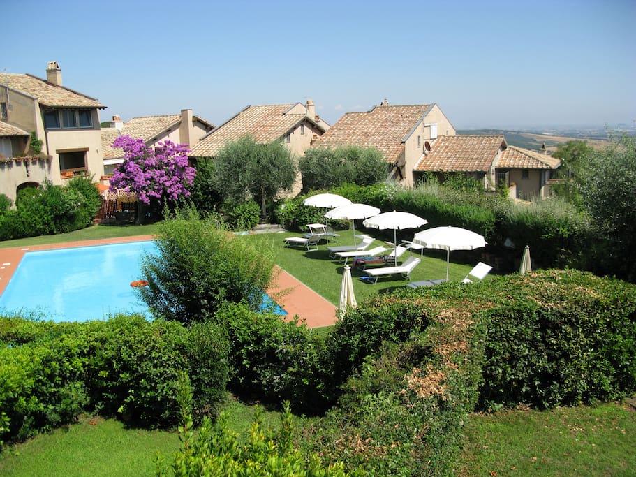 View from balcony, condo Swimming Pool - Piscina condominiale