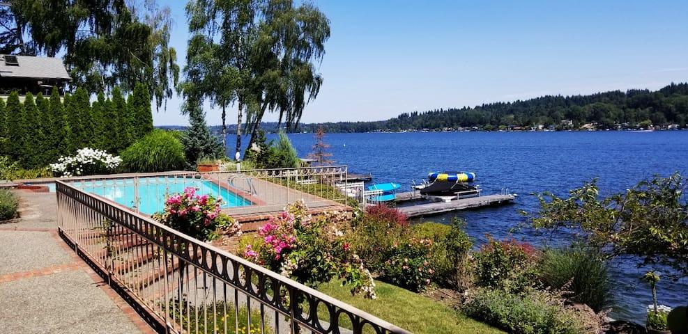 Discount: Luxury Waterfront Estate on Lake WA