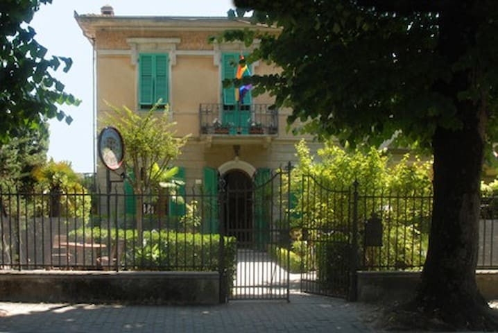 GAY FRIENDLY B&B TORRE DEL LAGO