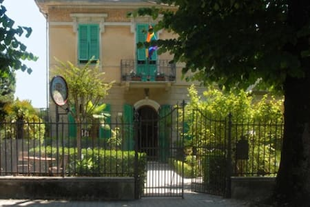 GAY FRIENDLY B&B TORRE DEL LAGO - Torre del Lago