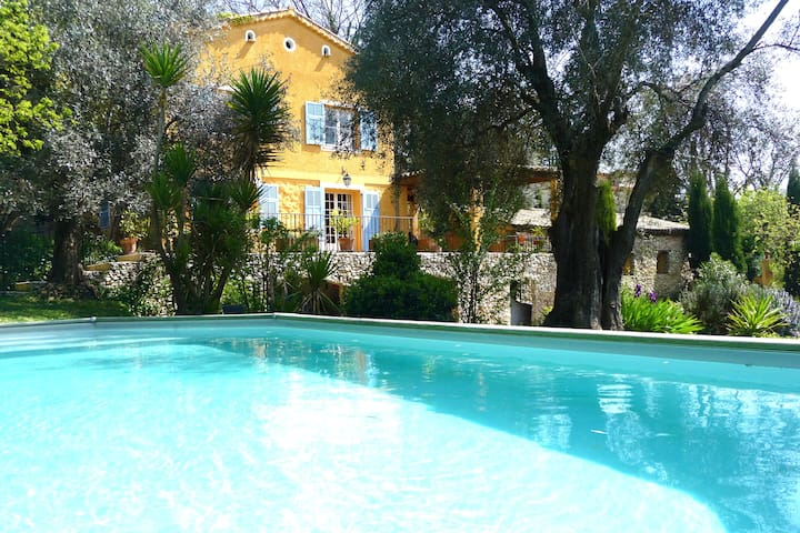 Charming house with swimming pool - La Gaude - Huis