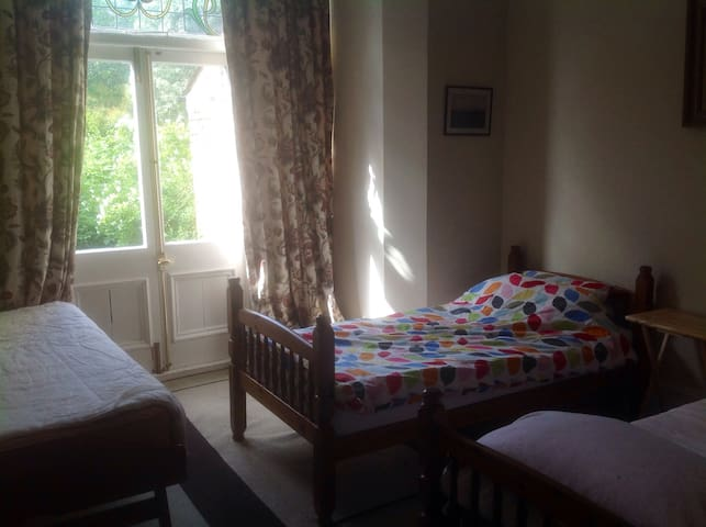 Homely Triple Room London 3