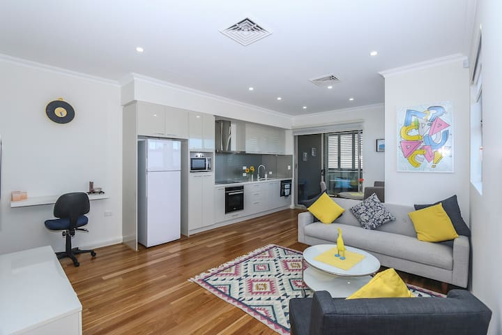 Perfect City Pad - Mount Hawthorn - Huoneisto