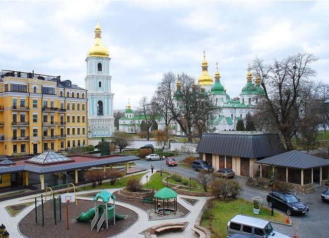 """1 room apart in Kiev  """"Sun's House"""""""