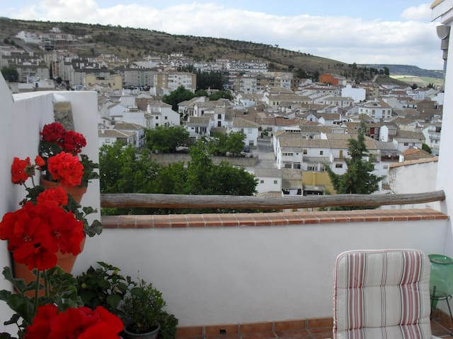 Traditional 2 Bedroom Townhouse - Alhama de Granada - Дом