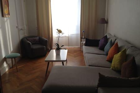 Bel appartement à 5min du chateau - Ле-Шене - Квартира