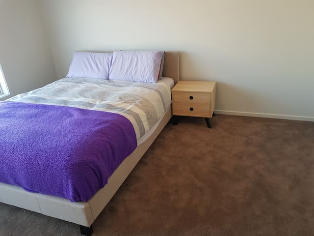 Private Bedroom with Ensuite in Torquay.