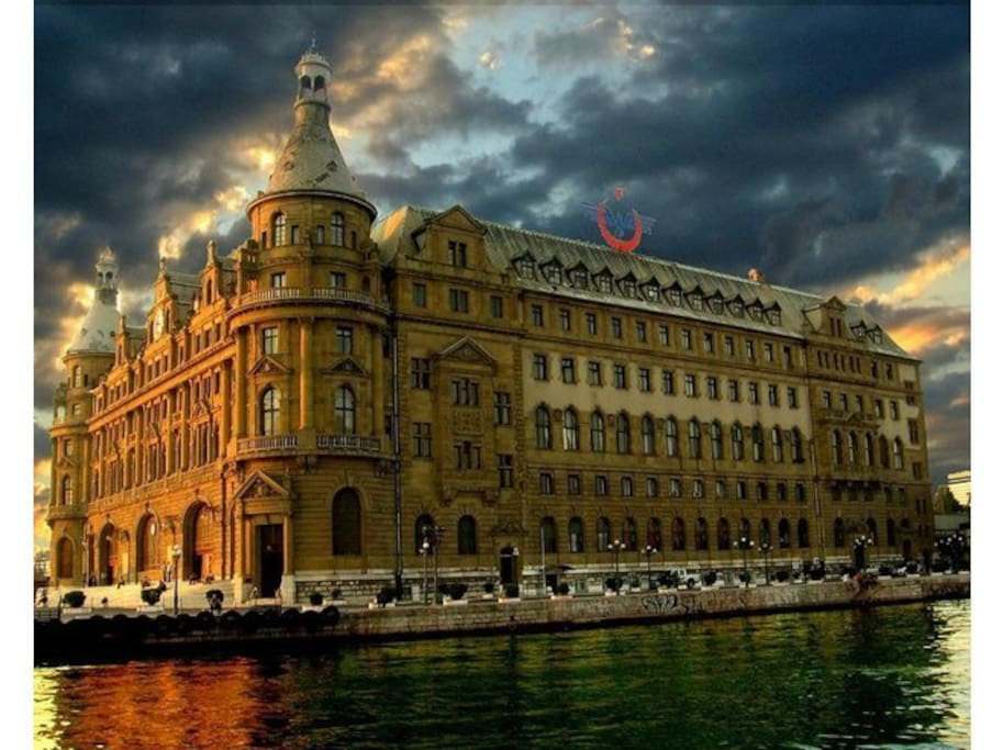 The Apartment is 5 mins walk to the famous Haydarpasa Train Station