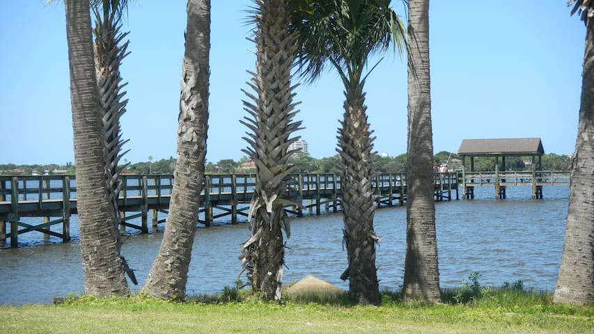 Fishing pier at park