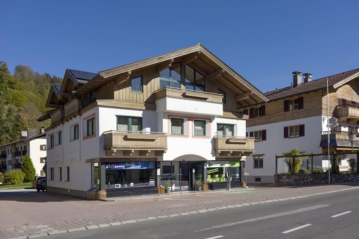Cómodo apartamento en el centro del pueblo acogedor de Brixen im Thale
