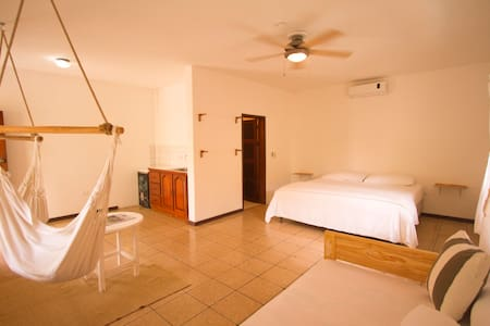 Deluxe Rooms, 1 minute from beach.