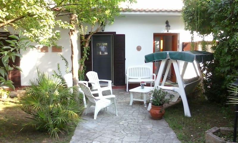 Lavinio villetta con giardino - Lavinio - Villa