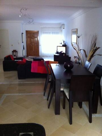 Fabulous 3 bedroom apartment - Al Munastîr - Appartement