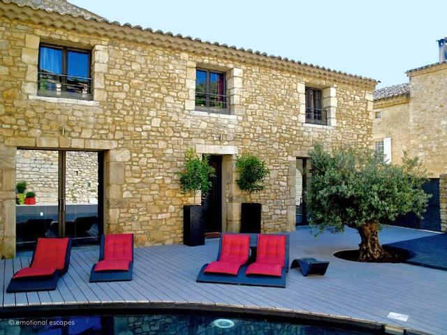 Villa Avelans: Maison du village avec piscine