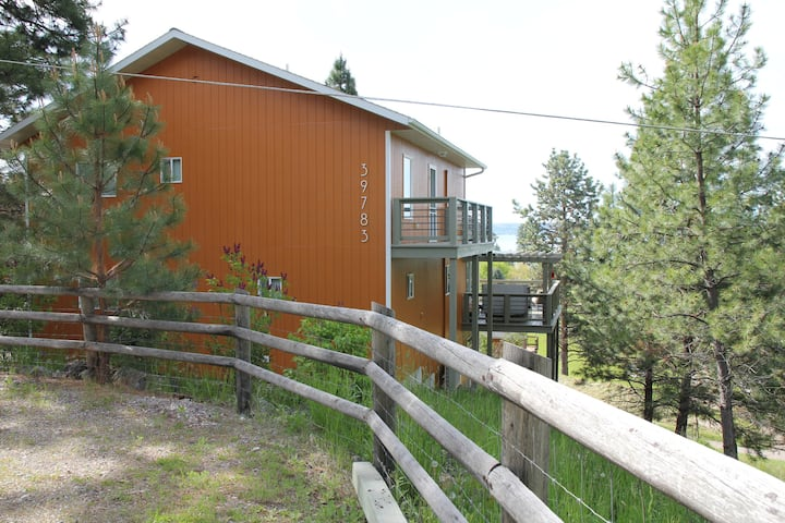 NEW LISTING! Large comfy home for the whole family