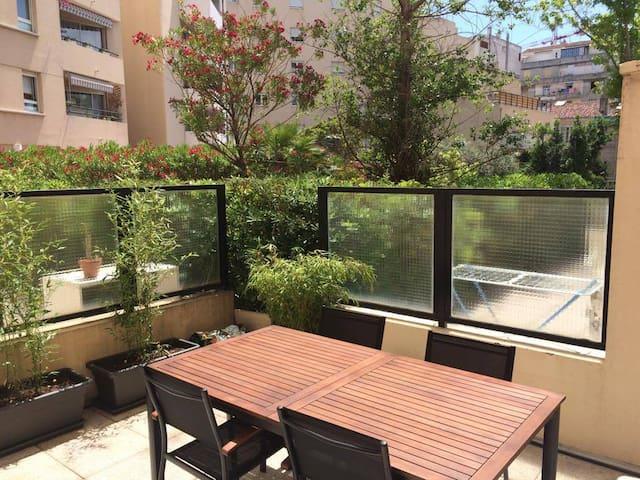 Appart t2 terrasse ensoleill e en centre ville for Location appartement marseille terrasse en ville