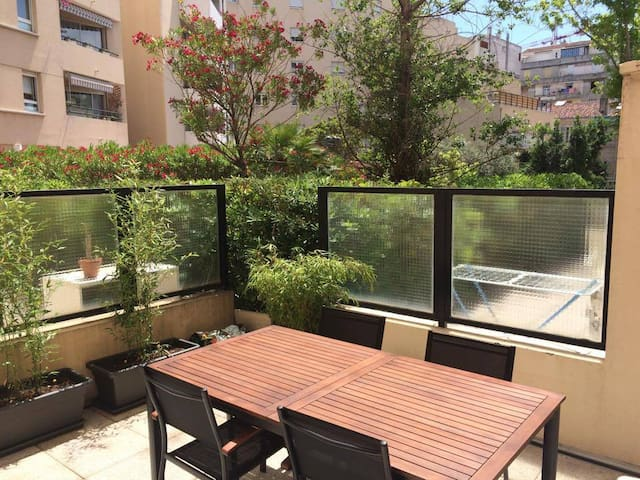 Appart t2 terrasse ensoleill e en centre ville for T2 terrasse marseille