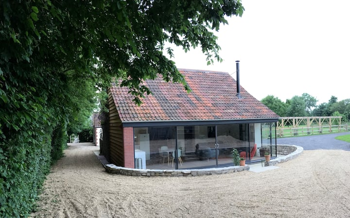 Luxurious new Barn conversion in beautiful hamlet.
