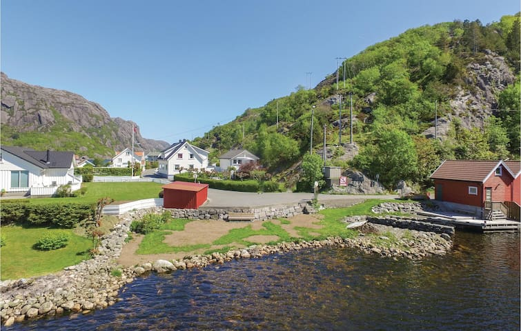 Holiday cottage with 1 bedroom on 40m² in Åna-Sira