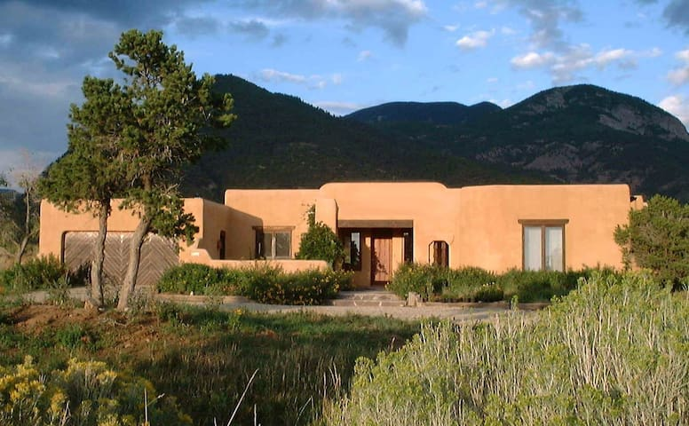 CasaCoyote- Adobe  Home-Ski/Tennis/Pool/Spa/Hike - Arroyo Seco - Ev