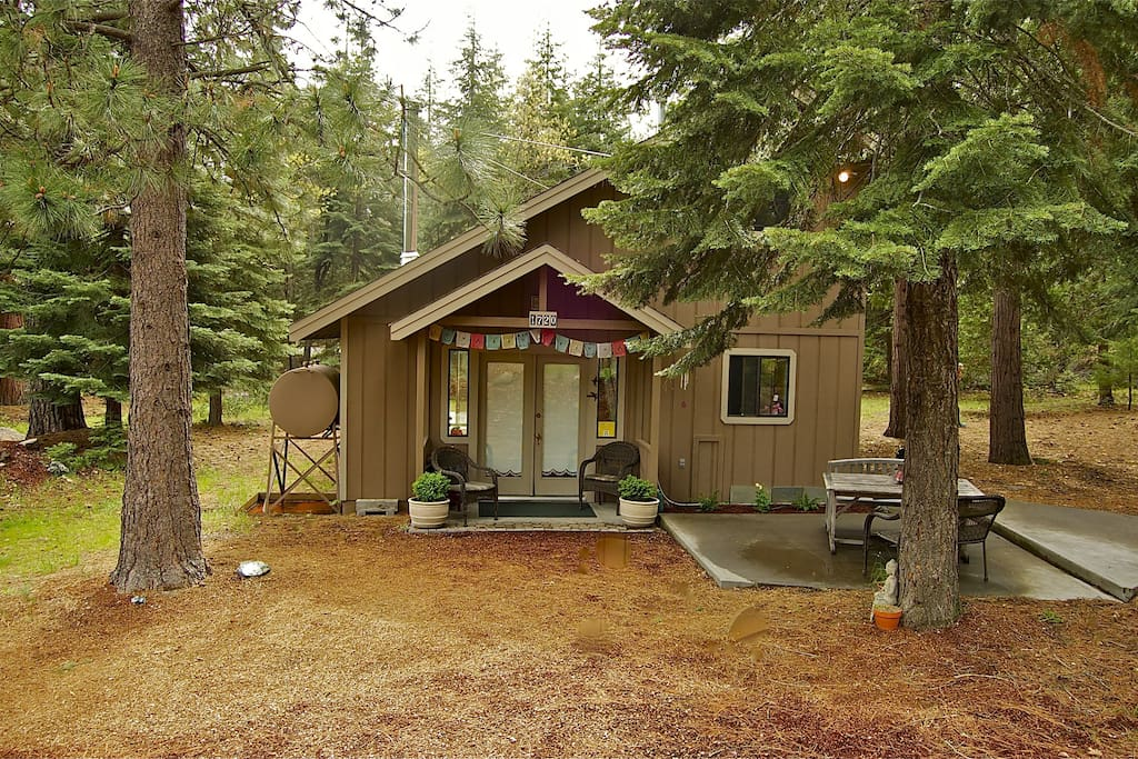 Beautiful private shasta home cabins for rent in mount for Mount shasta cabins for rent