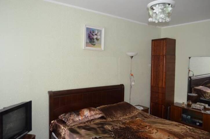 спальня (большая кровать)