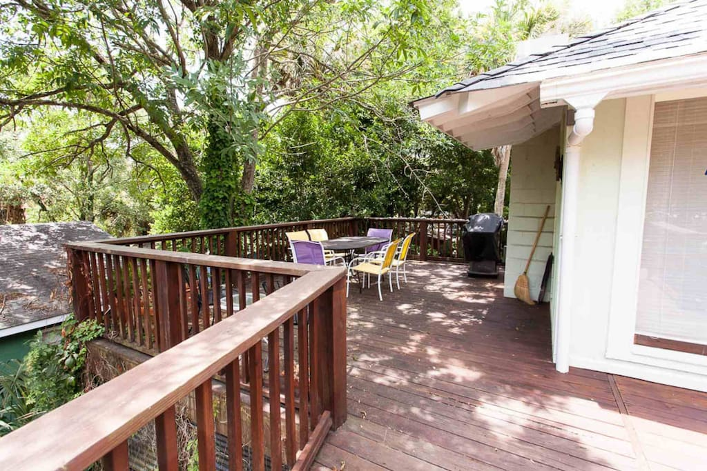 Deck off Kitchen/Den/Entrance-in the Treetops & Tranquil!